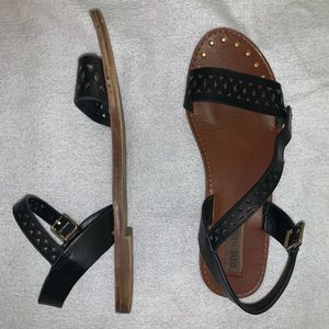 Steve Madden black patterned sandals